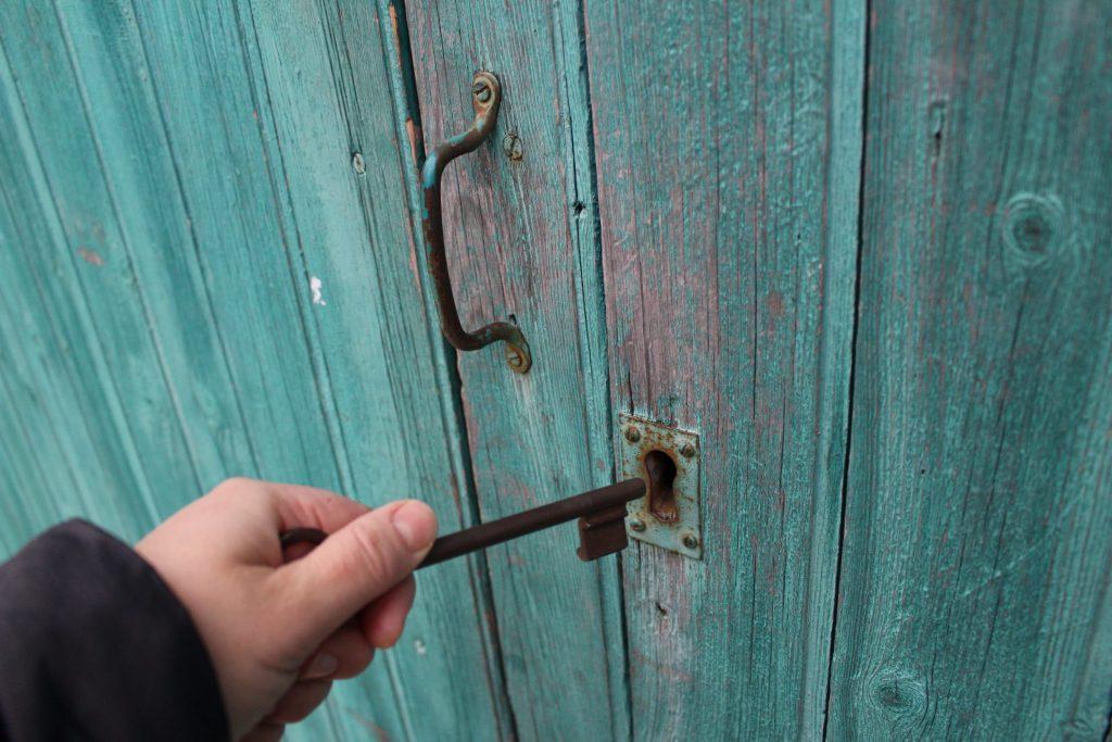 CD Rates | Key and door